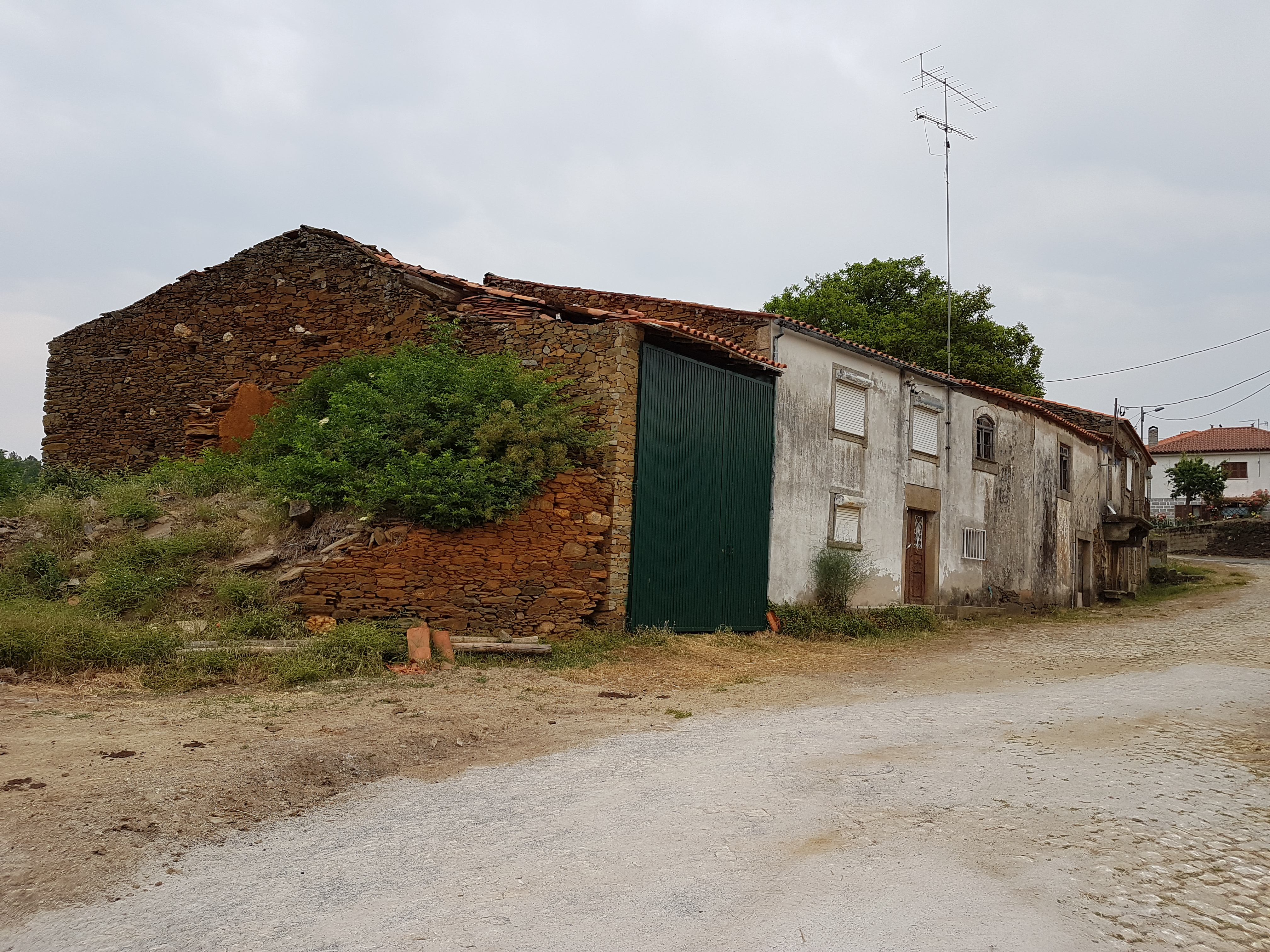 Curral e casa de ls Quintanilhas.jpg